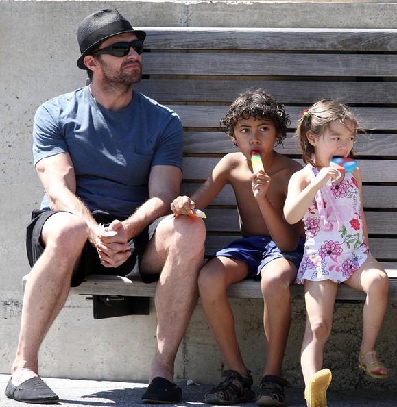 Хью Джекман вместе со своими детьми