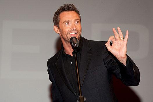 Хью Джекман поёт во время одного из своих выступлений